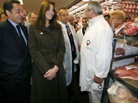 Nicolas Sarkozy und seine Frau Carla Bruni-Sarkozy besuchten am 27. Mai 2008 den Markt in Rungis.